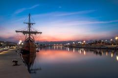 Galleon в порте стоковая фотография