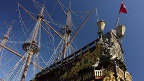 Galleon Нептуна поставленное на якорь в порте акции видеоматериалы