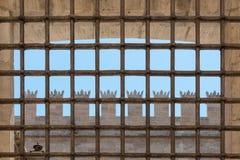 Gallerförsett fönster av en kloster i Valencia, Spanien Arkivbild