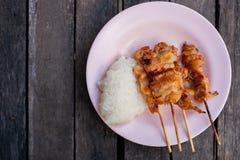Gallergriskött med klibbiga ris royaltyfri bild