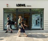 Galleri av firman Loewe för hem- elektronik på Kurfurstendammen Fotografering för Bildbyråer