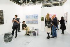 Galleri i en konstmässa Royaltyfri Fotografi