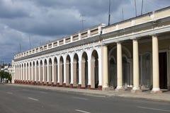 Galleri nära den Jose Marti fyrkanten och domkyrkan i Cienfuegos cuba arkivfoton