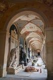 Galleri på den Vysehrad kyrkogården i Prague Arkivfoton