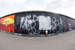 Galleria del lato est - arte e graffiti della via a Berlino, Germania Immagine Stock Libera da Diritti