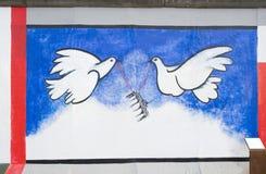 Galleria del lato est, muro di Berlino, colombe di libertà Fotografia Stock Libera da Diritti