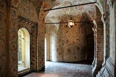 Galleria dell'interno della cattedrale del basilico della st con gli ornamenti floreali Fotografia Stock