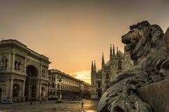 Galleria della cattedrale del duomo della piazza di Milano fotografia stock libera da diritti