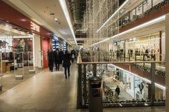 Galleria di acquisto a tempo di Natale Fotografia Stock Libera da Diritti