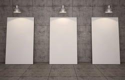 Galleria di arte Cornici in bianco sul fondo del muro di mattoni Immagini Stock