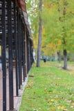 Galleria di compera nel parco di autunno fotografie stock libere da diritti