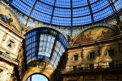 Galleria Vittorio Emanuele II i centrala Milan, Italien Royaltyfria Foton