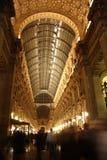 Galleria Vittorio Emanuele II i Milan på natten Arkivfoto