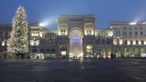 Galleria Vittorio Emanuele mit Weihnachtsbaum stock video