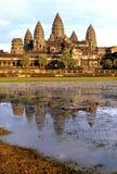 Galleried Tempel, der Angkor Wat umgibt Stockfotografie
