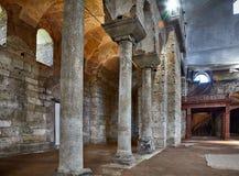 Gallerit av kolonner i inre av Hagia Irene (Sankt Ire Royaltyfria Bilder