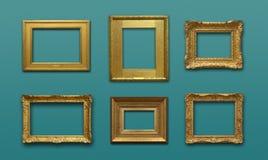 Gallerivägg med guld- ramar Royaltyfri Foto