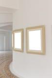 Galleriväggen med tom ramtappning Arkivbild