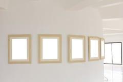 Galleriväggen med tom ramtappning Royaltyfri Foto