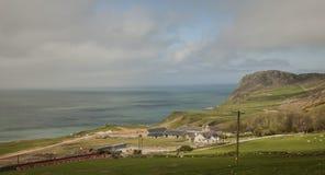 Galles, Regno Unito - prati, mari blu e le colline fotografie stock