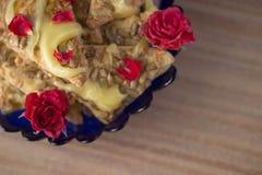 Galleta con la miel y las flores Fotografía de archivo libre de regalías