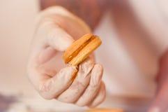 Galleta con milk caramelizada dulce de leche, galletas Alfajores de Argentina Imagenes de archivo