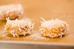 Galleta con milk caramelizada dulce de leche y coco, galletas Alfajores de Argentina Foto de archivo