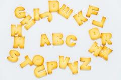 Galleta de ABC en el círculo de la galleta del alfabeto con el fondo blanco Foto de archivo libre de regalías