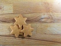 Galleta de las estrellas del pan de jengibre de la Navidad imagenes de archivo
