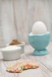 Galleta del confeti mordida con el huevo y los azúcares Fotografía de archivo libre de regalías