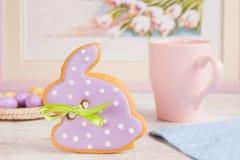 Galleta del pan de jengibre del conejo de conejito de pascua Imagen de archivo libre de regalías