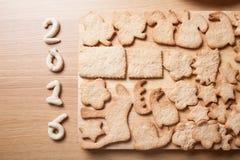 Galleta del pan de jengibre en las diversos formas y figeres 2016 en luz Foto de archivo libre de regalías