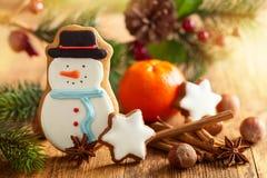 Galleta del pan de jengibre del muñeco de nieve Imagen de archivo libre de regalías