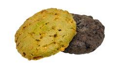 Galleta doble del chocolate y de harina de avena en el recortes blanco del fondo Imagen de archivo libre de regalías