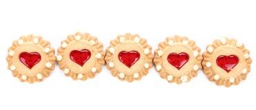 Galleta en forma de corazón de la fresa de la fila. Imagen de archivo libre de regalías