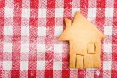 Galleta formada casa de la Navidad Fotografía de archivo