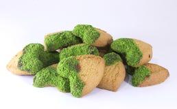 Galleta verde del cacahuete con el corazón orgánico imágenes de archivo libres de regalías