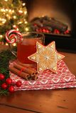 Galleta y bebida de la Navidad. imagen de archivo