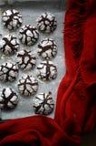 Galletas agrietadas del chocolate foto de archivo