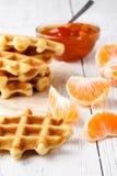 Galletas belgas por tiempo del desayuno o del té fotografía de archivo libre de regalías