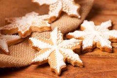Galletas blancas del copo de nieve Fotos de archivo libres de regalías
