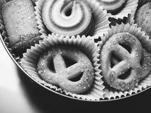 Galletas blancas negras Imagen de archivo