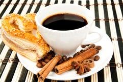 Galletas, café y cinamomo Fotografía de archivo libre de regalías