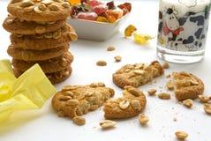 Galletas, caramelo y leche Imágenes de archivo libres de regalías