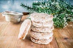 Galletas clásicas del pan de jengibre de la Navidad fotografía de archivo