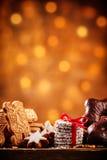 Galletas clasificadas del día de fiesta con las luces chispeantes Imágenes de archivo libres de regalías