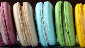 Galletas coloridas de los macarrones Imagen de archivo libre de regalías
