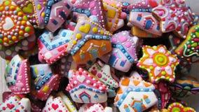 Galletas coloridas hechas en casa únicas colección, pan de jengibre de la Navidad en la forma de la cabaña Foto de archivo libre de regalías