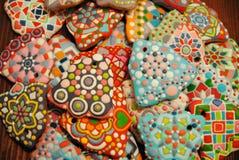 Galletas coloridas hechas en casa únicas colección, pan de jengibre de la Navidad en la forma de la campana Foto de archivo libre de regalías