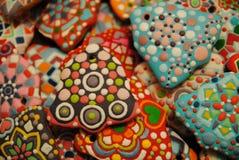 Galletas coloridas hechas en casa únicas colección, pan de jengibre de la Navidad en la forma de la campana Imagenes de archivo